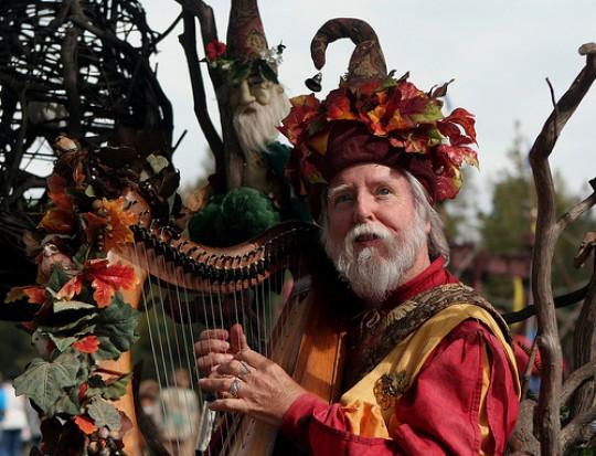 Renaissance-Festival-NC-Harpist-e1355687991239