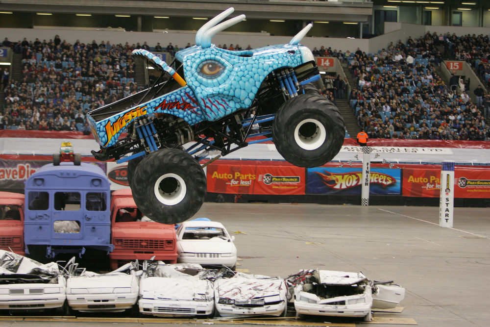 Monster-trucks-jurassic-attack-race-truck-right